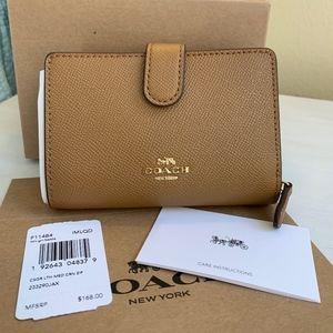 COACH Medium Corner Zip Wallet F11484